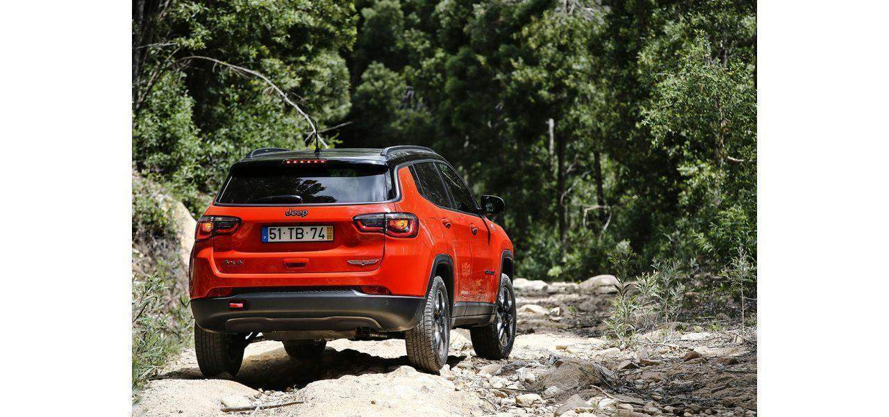 Jeep Compass colore Red Line